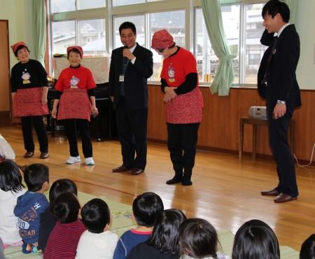 まずは保育園児達に自己紹介。 今回はJA職員も参加させていただきました(^o^)