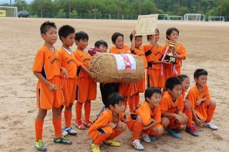 優勝した下六サッカースポーツ少年団! おめでとうございます(^o^)