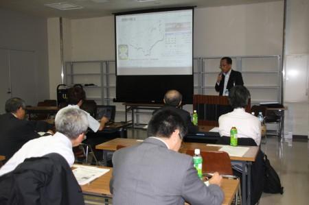栃木県下10JA他関係機関81名の前で発表する迫沼専務