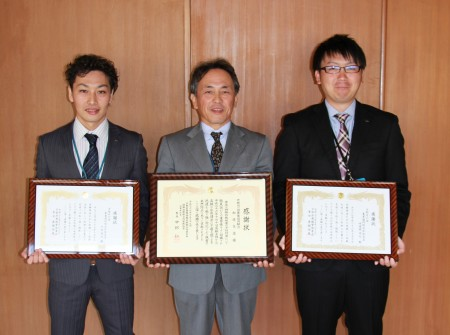 左から、竹村君、真下支店長、嵯峨根君(^_^)