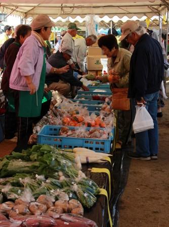 生産者部会の野菜市!