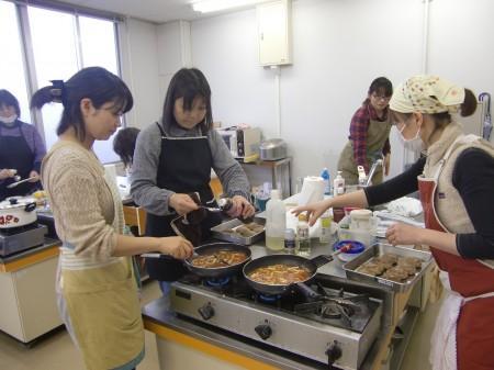 今日のメニューは、オレガノの煮込みハンバーグ、玉ねぎと生姜のスープ、フェンネルとカブのサラダ、ゆずドレッシング、ゆずのスパイシージンジャーエール!