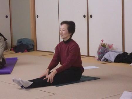 講師は、女性部ヨガサークルでお世話になっている、岡 洋子先生です(^^)/