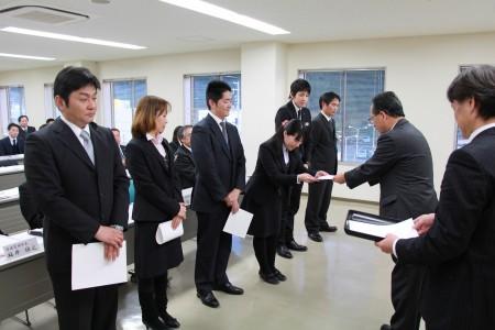 修了生15名に、迫沼塾長から修了証が手渡されました(^o^)