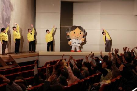 各支部長よ夢彦くんによるレインボー体操!会場のみなさんも一緒に体を動かしました(*^_^*)