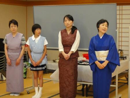 講師は井関通世先生(右)と お弟子さん3人にきていただきました(^_^)