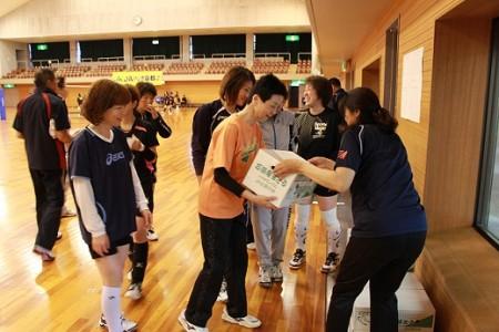 参加者全員に当JAの特産物「万願寺甘とう」を配布させていただきました(^_^)/ お母さま方に喜んで貰えたハズ・・・(*^。^*)