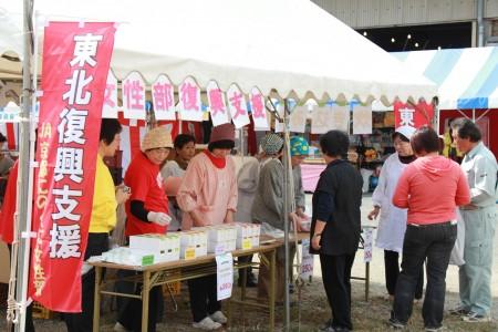 """女性部による「東北復興支援活動」は、東北の""""仙大豆""""の販売。売り上げは支援金に。"""