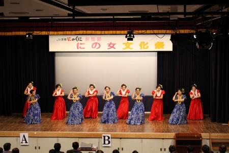 華やかな衣装と 優雅な踊りのフラダンス(^_^)