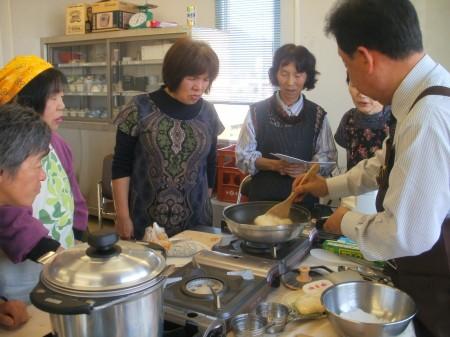 大福生地も厚鍋で混ぜて。きれいなもち肌に仕上がりびっくり (^p^)