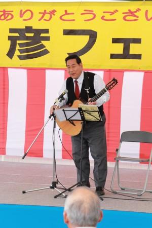 マイケル平井さん。懐かしいメロディーから地元の民謡まで優しい歌声が響きました(*^_^*)
