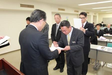発表後は迫沼専務(塾長)から修了証が授与されました(^O^)