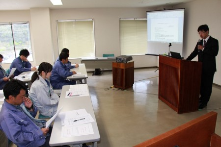 日本農業新聞の編集担当に講師を依頼し、研修していただきました(^^)