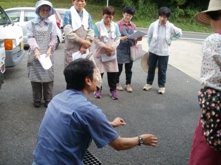 廣瀬営農指導員から、上手に育てる栽培と管理の説明を受けました。