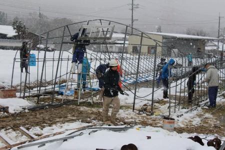 雪が降る中での作業は大変ですが、生産者の営農再開と所得確保のため頑張ります!