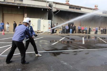 放水による消火訓練