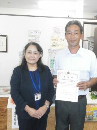 舞鶴支援学校の校長先生(左)と佐藤理事(右)